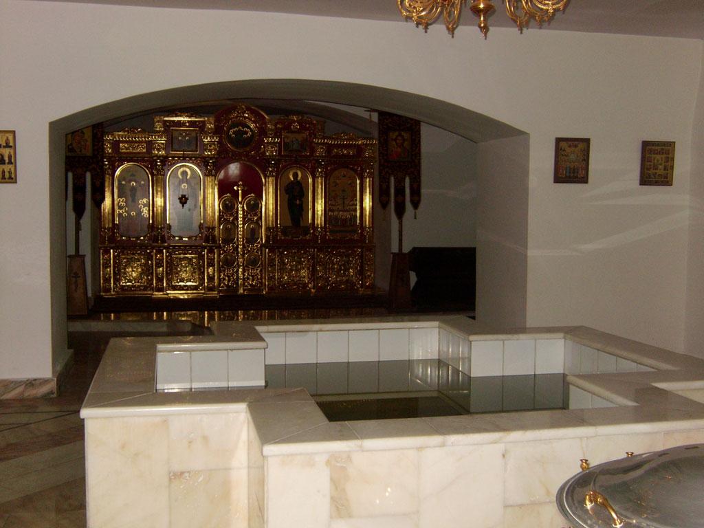 Нижний храм в честь новомучеников и исповедников Российских, баптистерий