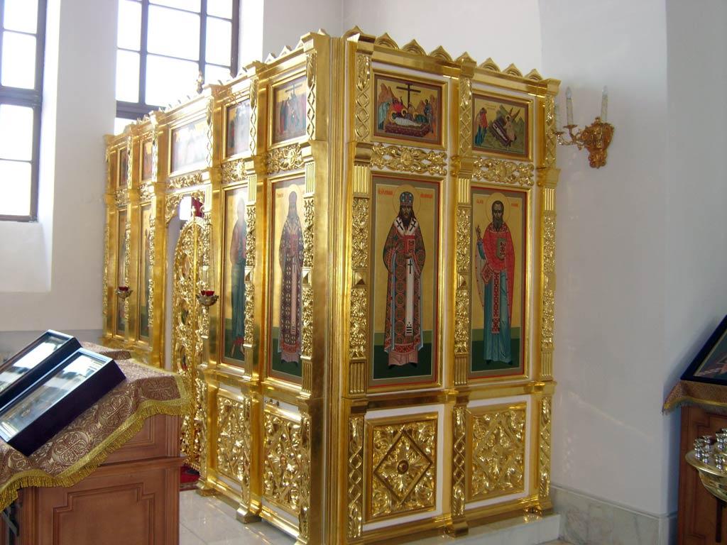 Левый придел в честь святителя Иннокентия, митрополита Московского